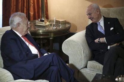 Margallo con el enviado especial de la ONU para Siria, Staffan de Mistura.
