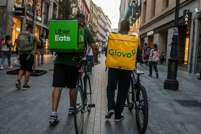 Riders de Glovo y Uber por las calles de Madrid en septiembre de 2019.