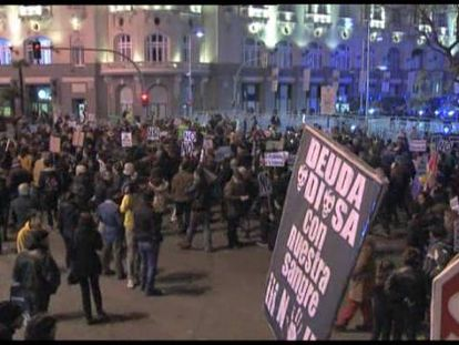 """Varios centenares de personas acuden a una """"marcha fúnebre"""" contra las cuentas"""