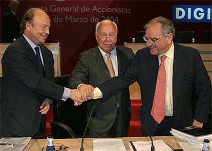 Javier Díez de Polanco, Jesús de Polanco y Rodolfo Martín Villa ayer, al término de la junta de Sogecable.