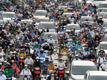 Atasco de motos en Hanoi (Vietnam).
