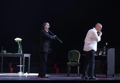 Giorgio Germont (Artur Ruciński) imponiendo su voluntad a su hijo Alfredo (Michael Fabiano).