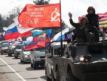 Desfile de motorizado con banderas para conmemorar el quinto aniversario de la anexión de la península de Crimea por parte de Rusia, en Sevastopol el 16 de marzo.