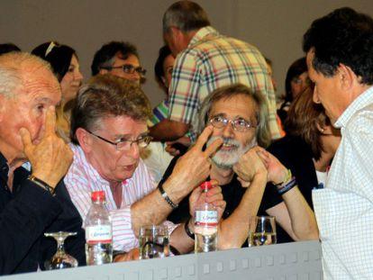 González Cabaña (en el centro), durante un momento del congreso provincial de Cádiz.