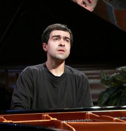 La idea de grabar toda la integral de la obra para piano de Joan Guinjoan fue de José Menor (en la foto), que ya ha recibido multitud de elogios.