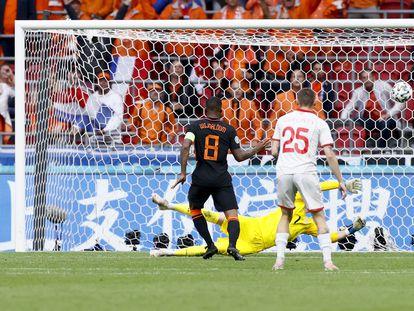 Wijnaldum marca ante Macedonia del Norte en el Estadio Johan Cruyff.