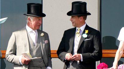 Los príncipes Carlos y Eduardo en Ascot, en junio de 2021.