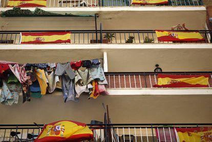 Balcones con banderas en Málaga