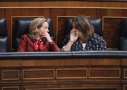 Nadia Calviño y Teresa Ribera en el  Congreso de los Diputados, antes de la crisis del coronavirus.