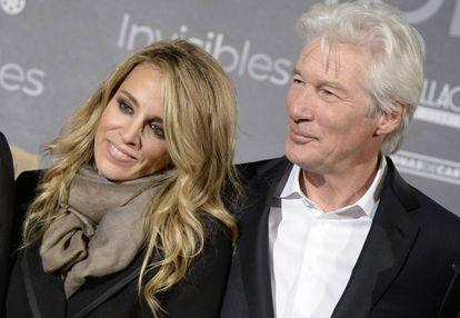 Alejandra Silva y Richard Gere durante el estreno en Madrid de la película 'Invisibles', en 2015.