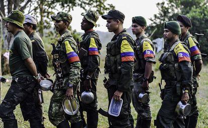 Guerrilleros de las FARC en un campamento en la región del Magdalena Medio.