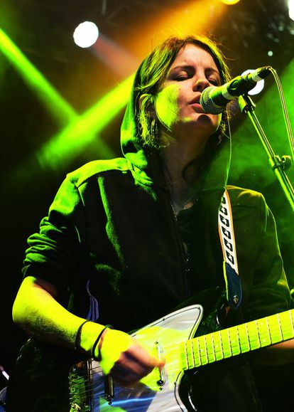 Carlotta Cosials, madrileña de 24 años, cantante y guitarrista de la banda.