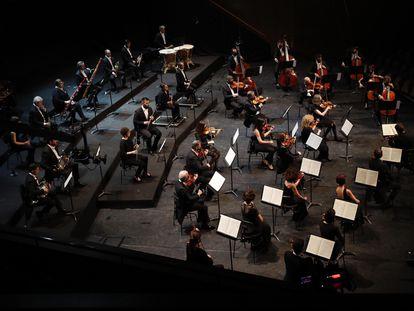 La Orquesta Sinfónica de Barcelona y Nacional de Cataluña, actúa durante la presentación este miércoles de la nueva temporada 2021-22 de L'Auditori.