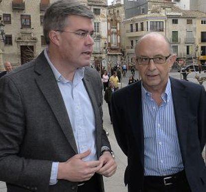 Cristóbal Montoro (derecha), junto a José Enrique Fernández de Moya.