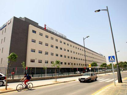 El hospital de Manises, donde se ingresó a los dos vecinos de Chiva afectados de legionela.