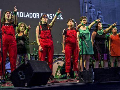 El grupo chileno de Las Tesis durante una actuación en Buenos Aires, el pasado 19 de febrero.
