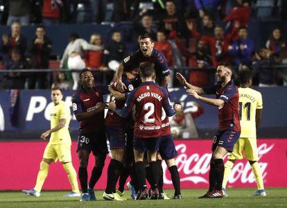 Los jugadores de Osasuna celebran la victoria contra el Villarreal, este sábado en Pamplona.