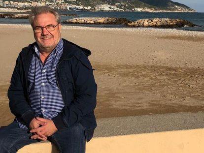 José Antonio, en la playa de Sitges durante un congreso médico.