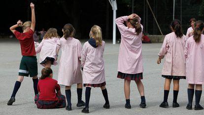 Alumnas del colegio La Vall, en Sabadell (Barcelona).