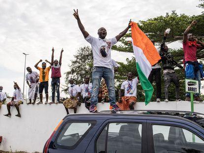 Seguidores de Laurent Gbagbo celebran el regreso del expresidente a Costa de Marfil, este jueves en Abiyán.