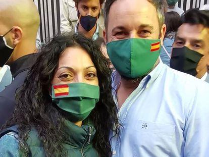 Raquel Moreno, promotora del sindicato de Vox, con Santiago Abascal.