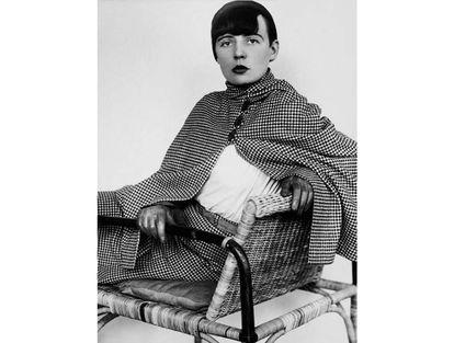 La artista textil Elisabeth Kadow fotografiada por Annelise Kretschmer en 1929. |