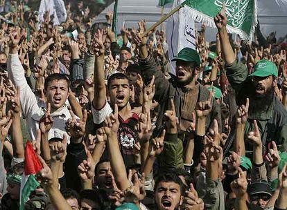 Simpatizantes de Hamás, durante una marcha contra la cumbre de Annapolis en Rafah, al sur de Gaza, el 30 de noviembre.