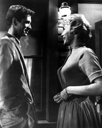 Anthony Perkins y Vera Miles en un fotograma de la película <b><i>Psicosis,</b></i> de Alfred Hitchcock.