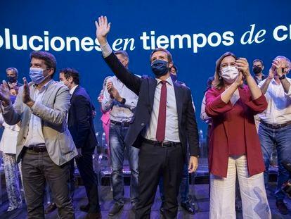 El presidente del PP valenciano, Carlos Mazón, con el presidente del PP nacional, Pablo Casado y la presidenta del PP de la ciudad de Valencia, María José Catalá.