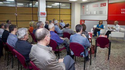 Ciprià Ciscar y Carmen Alborch, en la primera reunión de trabajo con representantes de la cultura.