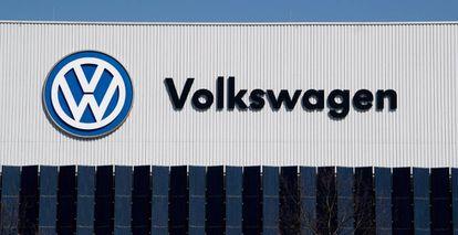 Logo de Volkswagen en una de sus instalaciones.