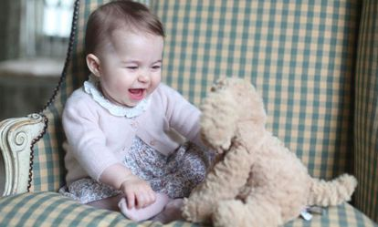 Carlota de Cambridge, de seis meses.