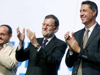 El presidente del Gobierno, Mariano Rajoy, junto al candidato del PPC a la Generalitat, Xavier García Albiol, este viernes.