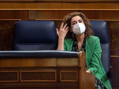 La ministra portavoz y ministra de Hacienda, María Jesús Montero, en el Congreso.