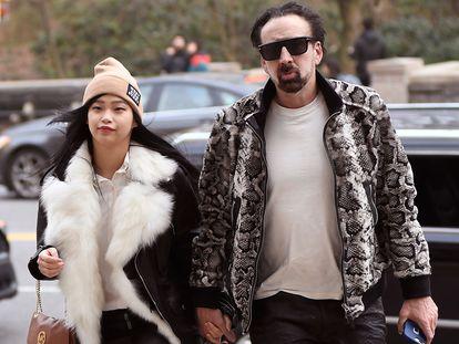 El actor Nicolas Cage y su novia, Riko Shibata, en Nueva York en marzo de 2020.