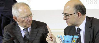 Schäuble (izquierda) y Moscovici esta tarde en Berlín.