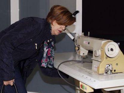 La trabajadora que ganó a Hannibal Laguna un juicio por impagos se lleva las tejedoras de uno de sus talleres