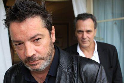 El director Enrique Urbizu (a la izquierda), junto a José Coronado, protagonista de su película <i>No habrá paz para los malvados.</i>