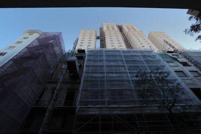 La fachada posterior del edificio España, en la calle de Maestro Guerrero.