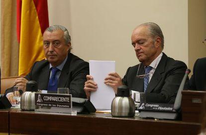 Los presidentes de Renfe, Julio Gómez-Pomar, y de Adif, Gonzalo Ferre, al inicio de la comparecencia en el Congreso.