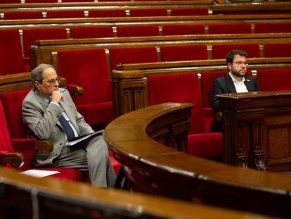 El vicepresidente del Govern y conseller de Economía y Hacienda, Pere Aragonès (d), y el presidente de la Generalitat, Quim Torra.