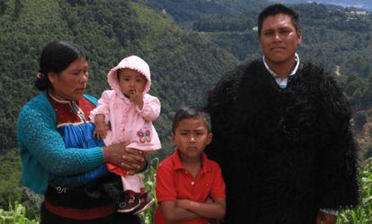 El esposo, la suegra y los hijos de Susana, de once meses y ocho años.