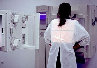 Una paciente se somete a una exploración radiológica.