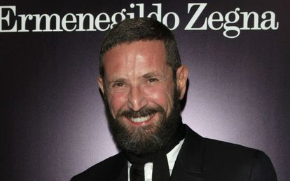Stefano Pilati inaugurando una boutique de Ermenegildo Zegna en Beverly Hills, Los Ángeles.