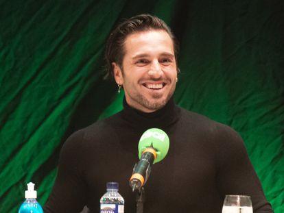 David Bustamante, en la emisión del programa de Cadena Dial 'Atrévete' en Torremolinos (Málaga), el 18 de febrero de 2021.