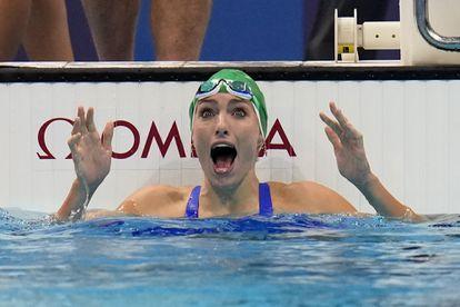Schoenmaker, nada más darse cuenta de que bate el récord mundial.