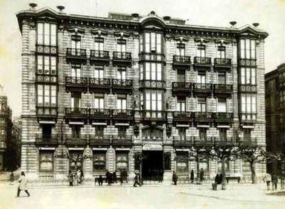 Sede social histórica de la entidad financiera en la capital cántabra antes de la ampliación.