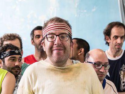 La comedia de Fesser sobre un peculiar equipo de baloncesto supera el millón de espectadores, sin apoyo de una televisión privada, y es la gran sorpresa de la temporada