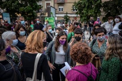 La ministra de Igualdad, Irene Montero, habló con uno de los presentes en la manifestación de este martes en Madrid.