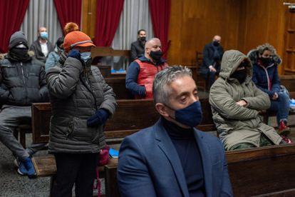 Agentes y presuntos traficantes, en el banquillo durante el juicio la Operación Zamburiña.